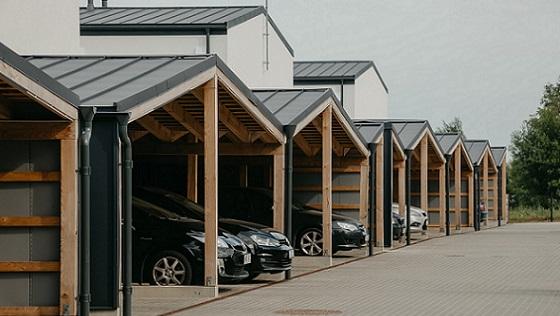 Realiai įgyvendinto parkavimo su stoginėmis nuotrauka Juodupio g. 33, Cherry Garden