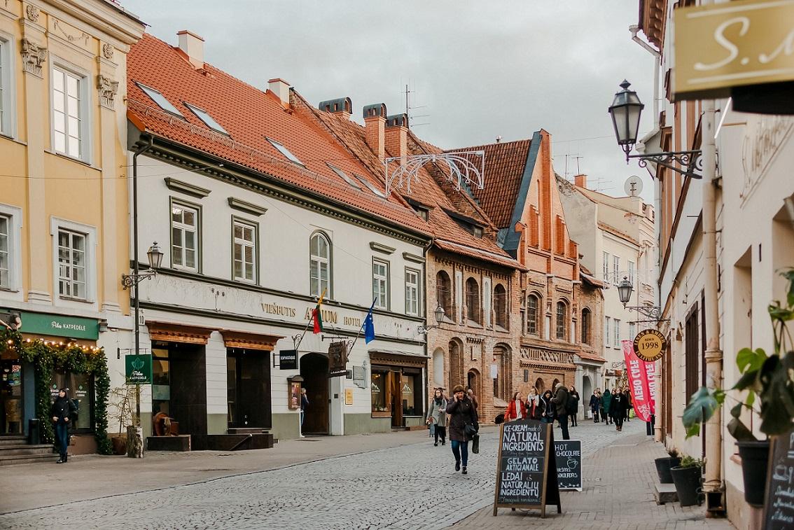 Pilies gatvė Senamiestyje, Vilniuje, pastato konversija Pilies g. 10