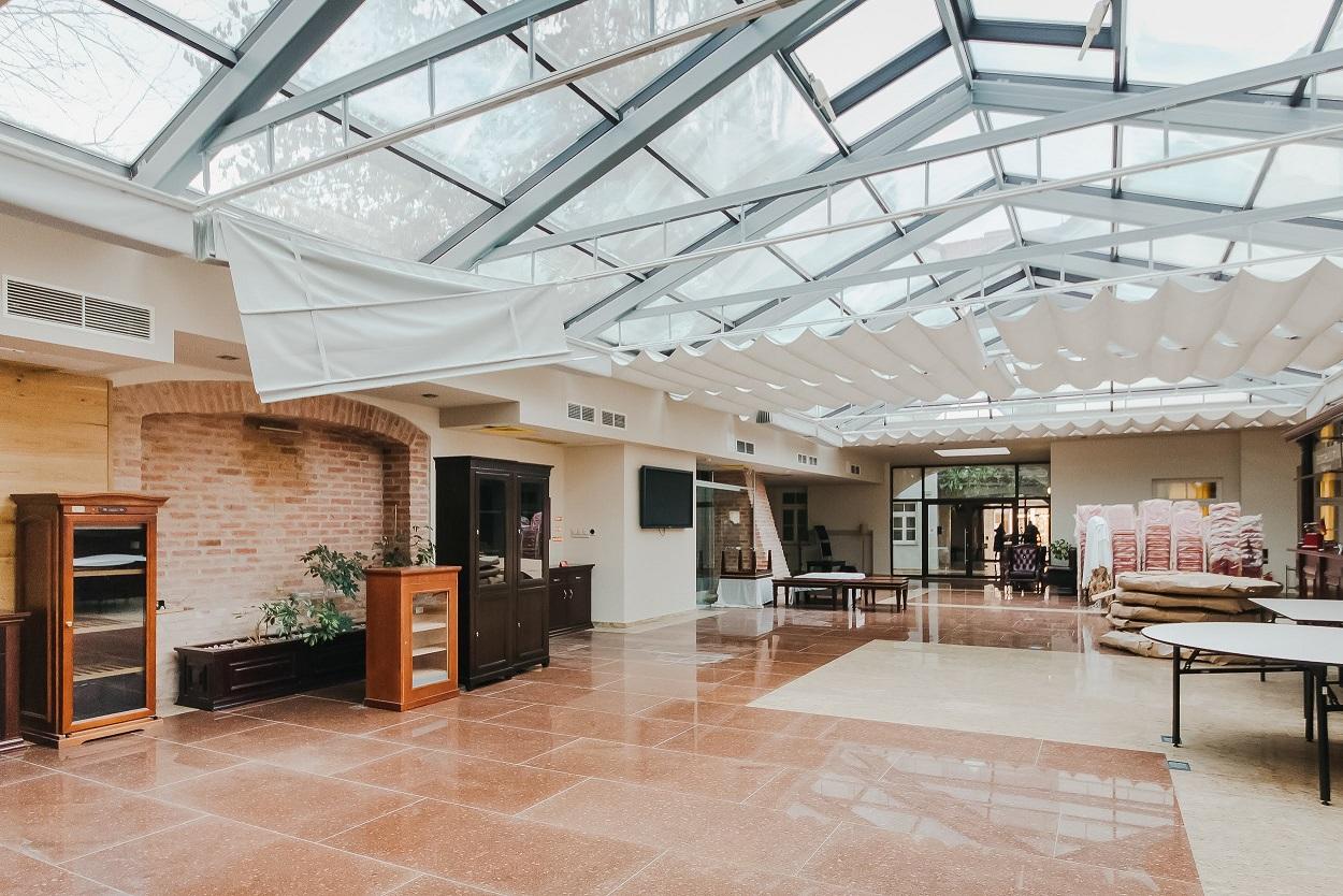 """Buvusio viešbučio """"Atrium"""" registratūros patalpos"""
