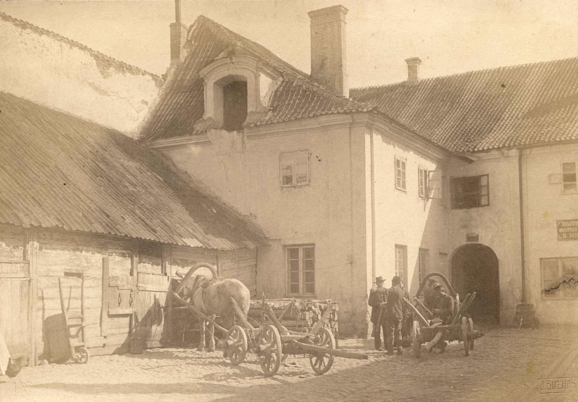 Jan Bułhak (1876–1950) Kapitulos kiemas Pilies gatvėje. 1912 Lietuvos dailės muziejus